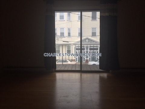 Spacious townhouse with parking! - Boston - Charlestown $2,600
