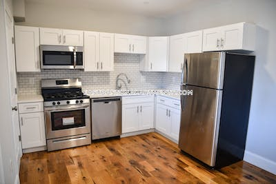 East Boston Deal Alert! Spacious 4 Bed 2 Bath apartment in Chelsea St Boston - $3,400 No Fee