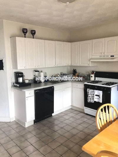 Medford 3 Bed / 1 Bath on Pearl Street  Tufts - $2,450 No Fee